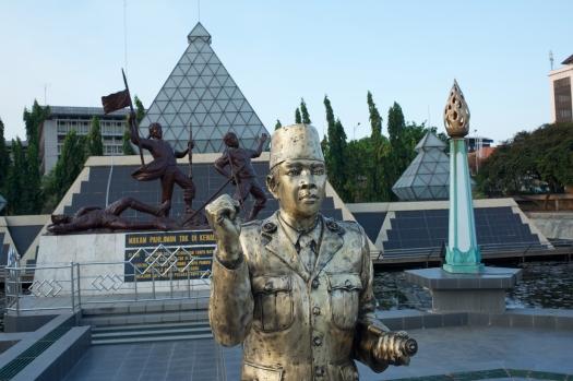 Sukarno_in_Bronze